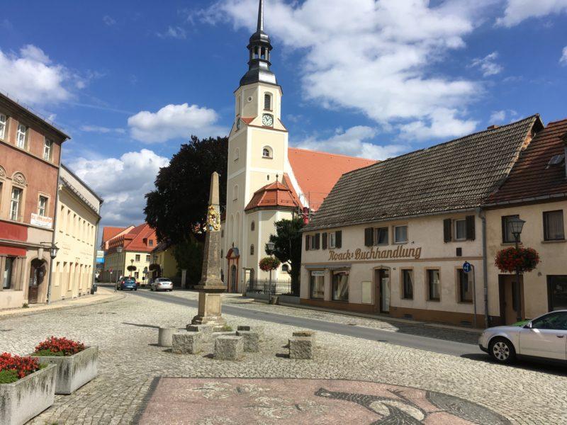 Kirche und Buchhandlung