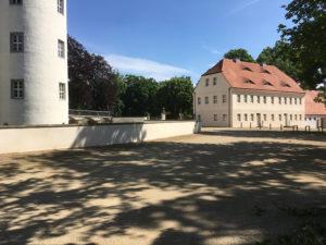 Großkmehlen, Schloss und Wirtschaftsgebäude