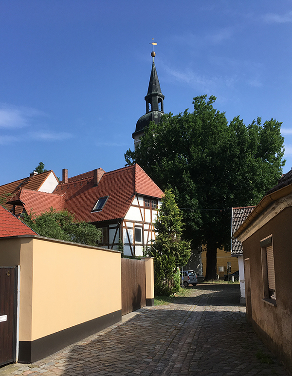 Ortrand, Weg zur Kirche