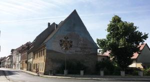 Ortrand, Giebel mit Inschrift