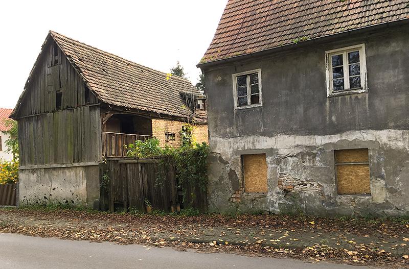 Nebengebäude mit Laubengang