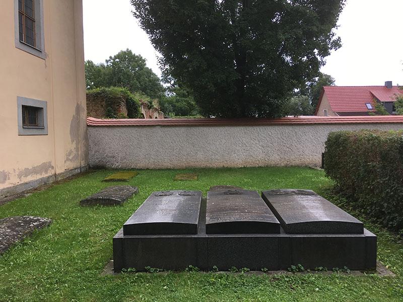 Tiefenau, Grabstätten der Familie Pflugk