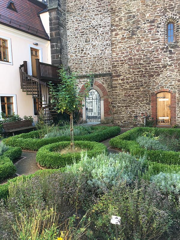Klostergarten an der Preußker-Bibliothek