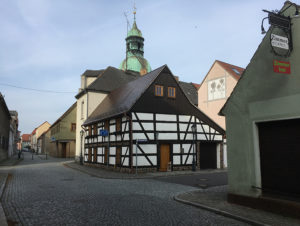 Ruhland, Fachwerkhaus und Kirchturm