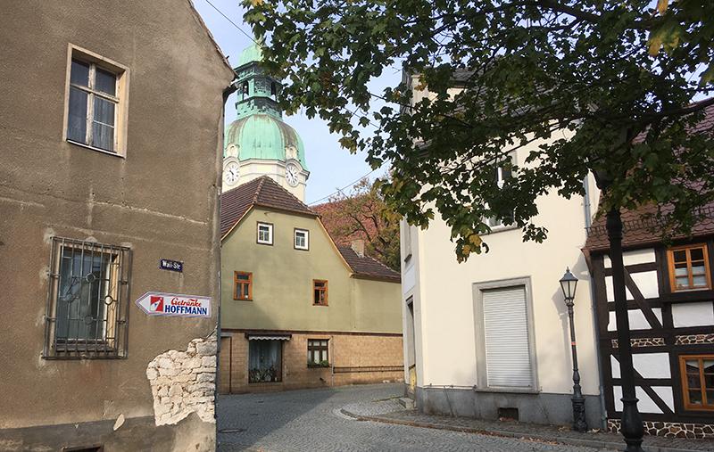 Ruhland, Wallstraße mit Blick zur Kirche